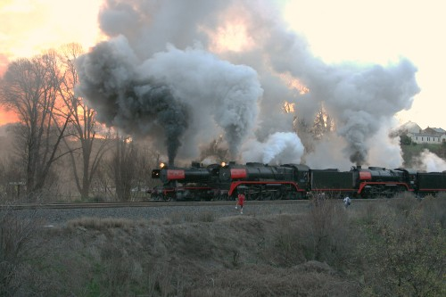 VGR and Steamrail Train Depart Castlemaine
