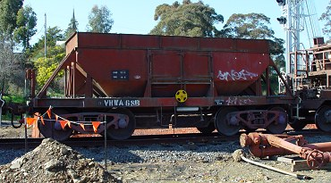 NN 68 at Work on the Regional Fast Rail Project at Castlemaine 13.08.05